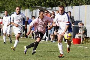 Hviezdy ukázali krásny kombinačný futbal a uštedrili domácim 9-gólovú nádielku.