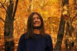 Sabinovčanka Ema Lacková má 19 rokov. Študuje v poslednom maturitnom ročníku na Evanjelickom kolegiálnom gymnáziu v Prešove.