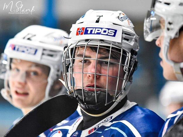 Šimon Nemec, ktorý 15. februára oslávi 17 rokov, bol včera ústrednou postavou Nitry pri výhre 5:2 s Miškovcom.