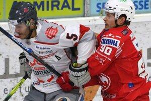 Momentka zo zápasu KAC Klagenfurt - Bratislava Capitals v Ice Hockey League.