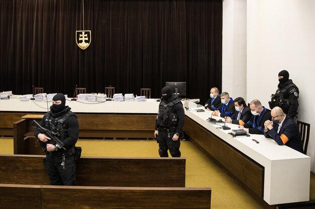Najvyšší súd potvrdil v kauze falšovania televíznych zmeniek vinu pre Mariana Kočnera a Pavla Ruska.