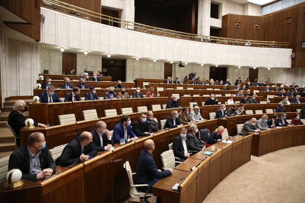 Atmosféra v pléne počas rokovania 21. schôdze Národnej rady SR. Bratislava, 12. január 2021.