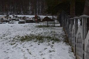 Hroby sú už vykopané.