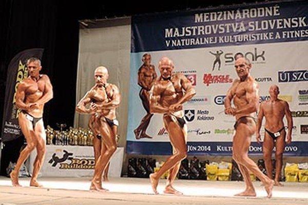 Kategória grand masters (50+): Uprostred úspešná nitrianska dvojica Gejza Goralka a Julo Karabinoš, po stranách Peter Szabo a Milan Virág (obaja Veľký Grob).