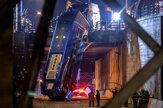 Autobus ostal po havárii visieť z mostu v New Yorku