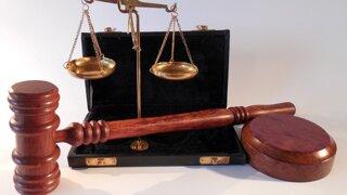 Advokát si pýtal 60-tisíc na súdny lobing, komora ho rieši už od leta