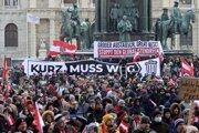 Protestujúci žiadali odstúpenie kancelára Kurza.
