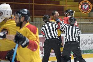Topoľčany zdolali Trnavu o gól, v zápase bola aj pästná výmena.