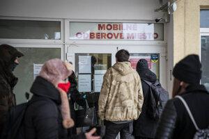 Mobilné odberové miesto v budove ružinovskej Polikliniky.