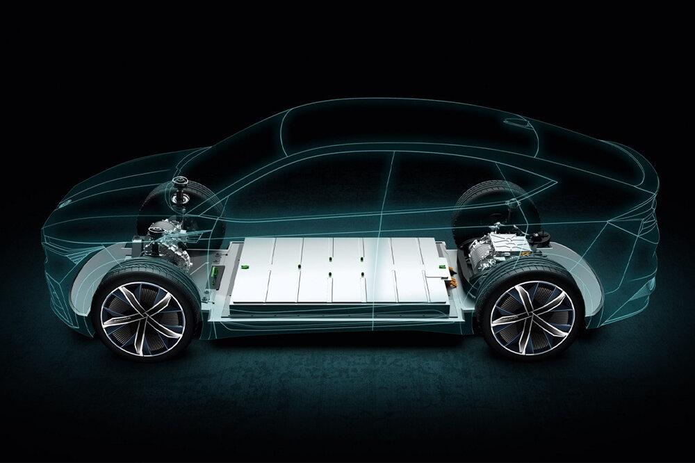 Batéria v Škode Enyaq je rozložená po celej podlahe.