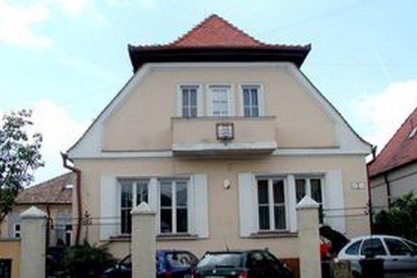 Agentúra Eli sídlila v tomto dome na Ulici Fraňa Mojtu.