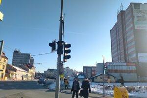 Svetelná križovatka na Levočskej ulici bude nefunkčná zrejme až do stredy.