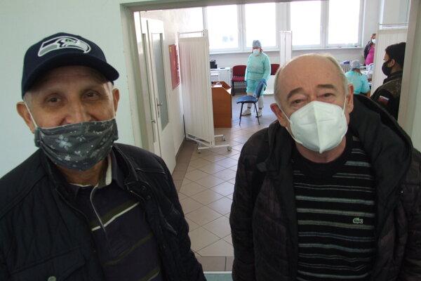 Zaočkovať sa dali aj gynekológ Jozef a herec Anton Živčic.