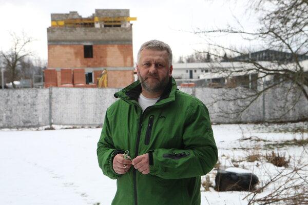 Jaroslav Plch varuje ostatných, aby boli opatrní, keď predávajú svoje pozemky developerom.