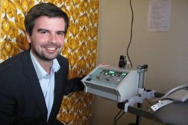 Riaditeľ nemocnice Martin Cimrák povedal, že na rehabilitačnom oddelení vymenili prístroje, ktoré mali dvadsať a viac rokov.