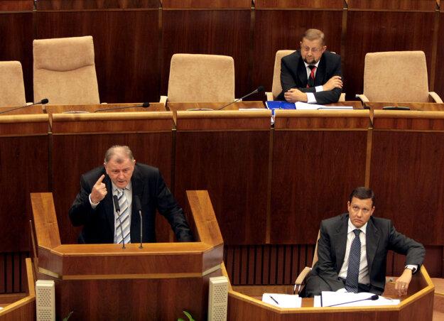 Poslanec NR SR Vladimír Mečiar, minister spravodlivosti Štefan Harabin a poslanec NR SR Daniel Lipšic počas rokovania 26. schôdze Národnej rady SR. Bratislava,  september 2008.