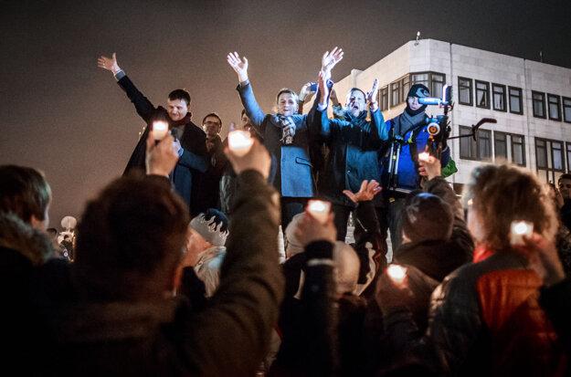 Alojz Hlina, Ľubomír Galko, Igor Matovič a Daniel Lipšic na záver pochodu k budove NR SR po proteste proti korupcii na Námestí SNP, november 2014.
