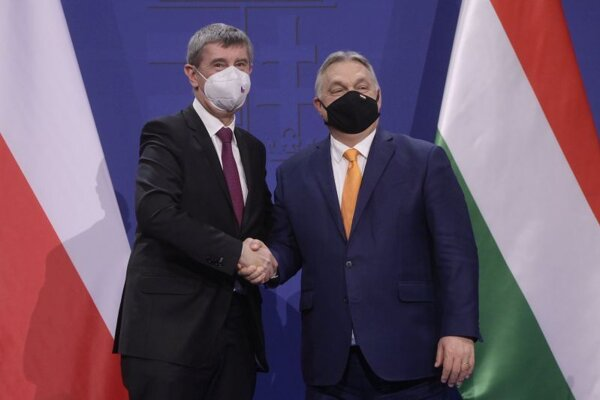 Český premiér Andrej Babiš s predsedom maďarskej vlády Viktorom Orbánom v Budapešti.
