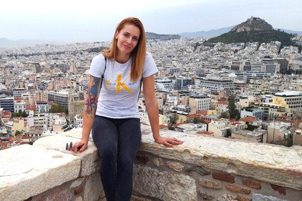 Romana Hudecová pôsobí v gréckych Aténach.