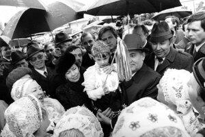 Významný sovietsky štátnik Michail Gorbačov so svojou manželkou Raisou počas návštevy Cífera.