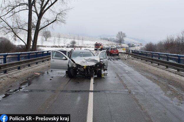 Polícia apeluje na vodičov, aby dávali na cestách väčší pozor.