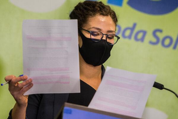 Europoslankyňa za SaS a predsedníčka Výboru EP pre zamestnanosť a sociálne veci Lucia Ďuriš Nicholsonová počas brífingu.