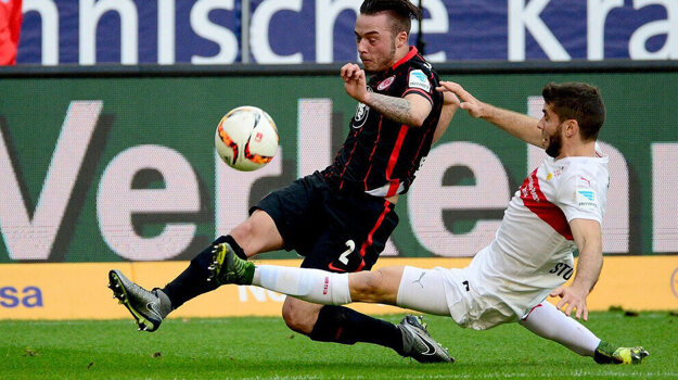Regäsel (v čiernom) za Eintracht Frankfurt odohral desať bundesligových zápasov.