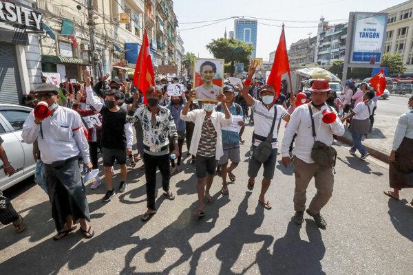 Protesty proti mjanmarskej junte.