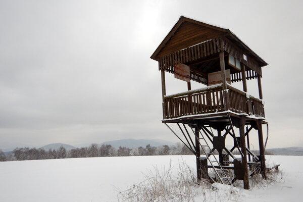 Vyhliadková veža Holica, vzdialená od obce Ulič 4,5 kilometra.