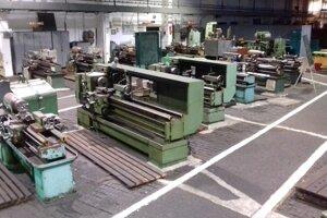 Strojárska dielňa pred modernizáciou.