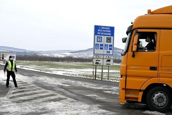 Kontrola na hraničnom priechode s Maďarskom Slovenské Nové Mesto - Sátoraljaújhely