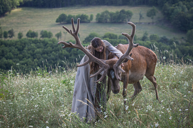 Hlavná hrdinka seriálu Draha (Polina Nosykhina) má liečiteľské schopnosti.