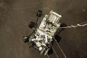 Záber z pristávania roveru.