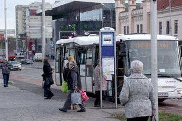 Vodiči mestskej autobusovej dopravy dostávajú prémie aj na základe toho, akú majú spotrebu nafty.