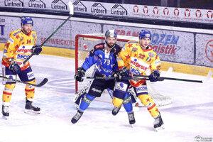 Radovan Gábri (v modrom) a Marek Vankúš (v žltom s číslom 22).