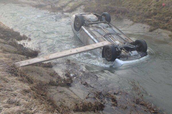 Pri škaredo vyzerajúcej nehode sa, našťastie, nik nezranil.