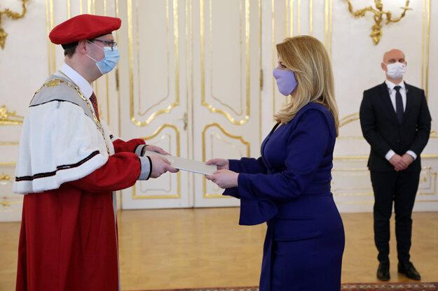 Prezidentka Slovenskej republiky Zuzana Čaputová vymenovala Jozefa Habánika 26. januára do funkcie rektora Trenčianskej univerzity Alexandra Dubčeka v Trenčíne.