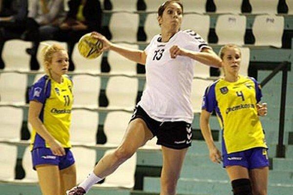 Jasmínka Vargová síce strelila do siete Nesvád jedenásť gólov, ale napokon si body odviezli hostky a dostali sa do čela.