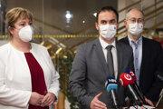 Poslanci NR SR za OĽaNO, zľava Monika Kavecká, Michal Šipoš a Peter Kremský.