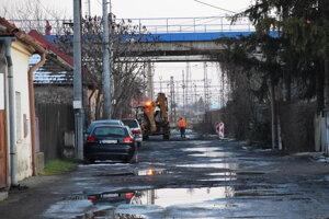 Práce pod nadjazdom na Železničnej ulici.