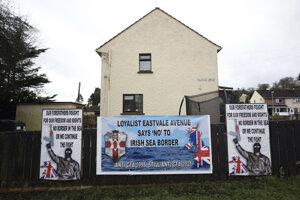 Odmietame hranicu v Írskom mori, odkazujú na plagátoch lojalisti.