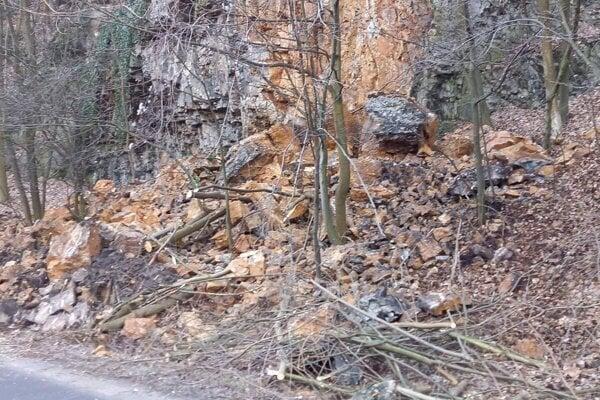 Problémové bralo sa nachádza pri frekventovanej ceste smerom na Donovaly.