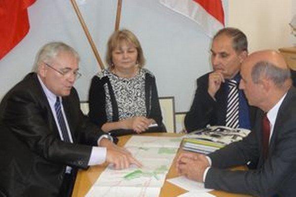 Jozef Tarič, Zuzana Trnková, Martin Tomčányi a Ján Podmanický (vpravo).