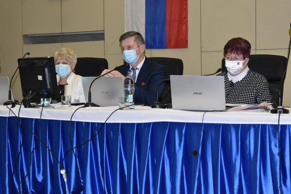 Primátor Miloš Meričko na rokovaní mestského zastupiteľstva v polovici decembra minulého roka. Na marcovom už pre chorobu chýbal.