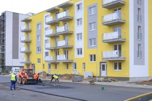 Bytovka na Sídlisku pod Sokolejom pred dokončením v novembri 2020.