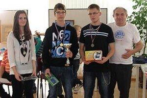 Trojica najlepších šachistov na turnaji o Pohár riaditeľky KOS v Nitre.