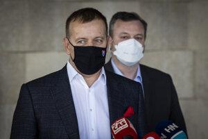 Predseda parlamentu a koaličného Sme rodina Boris Kollár a minister práce Milan Krajniak (Sme rodina).