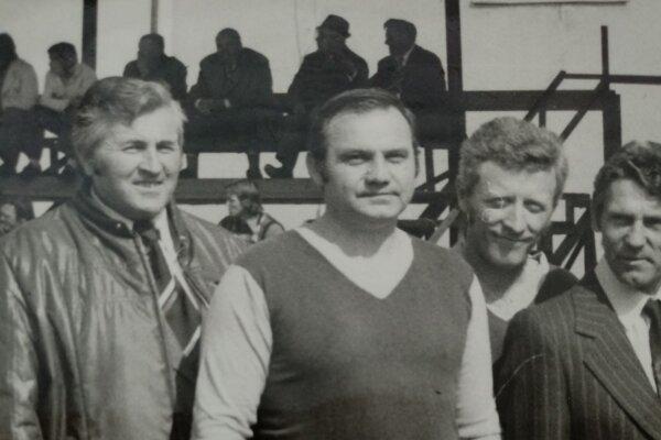 Zľava: Erich Jedlička, Eduard Krajčík, Milan Adlt aJozef Šellei – časť zakladateľov mužskej hádzanej vTopoľčanoch. Organizovaná hádzaná vznikla vTopoľčanoch vroku 1956. Oddiel mal názov Lokomotíva Topoľčany.