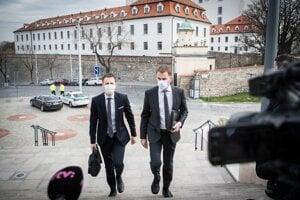 20. marec 2020. Poslanci za stranu OĽaNO Igor Matovič a Eduard Heger prichádza na ustanovujúcu schôdzu NR SR.