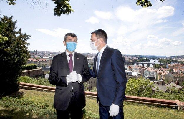 3. jún 2020. Predseda vlády Igor Matovič a český premiér Andrej Babiš počas stretnutia v Prahe.